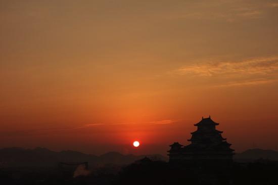 姫路城と日の出の絶好ビューポイント。男山配水池公園がおすすめ。